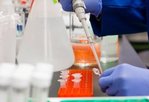 """Κορωνοϊός: Ξεκίνησε παγκόσμια κλινική δοκιμή τριών φαρμάκων που """"ίσως σώσουν ζωές"""" μέχρι να έρθει το εμβόλιο - Κυρίως Φωτογραφία - Gallery - Video"""