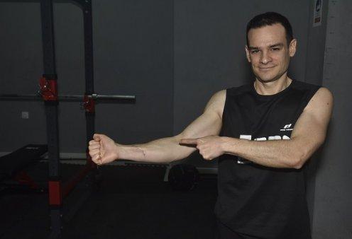 Ο Κρητικός Iron Μan: Έκανε 64 push ups σε 1 λεπτό! Μπήκε στο Γκίνες με παγκόσμιο ρεκόρ (βίντεο) - Κυρίως Φωτογραφία - Gallery - Video