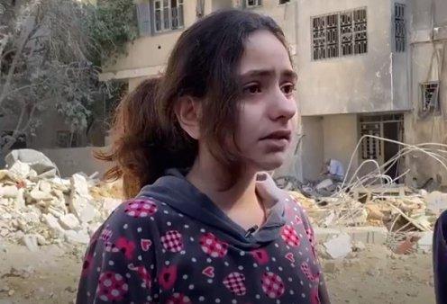 Ίσως το βίντεο του 2021: Η 10χρονη στη Γάζα ξεσπάει σε κλάματα - «Είμαι απλώς ένα παιδί, δεν είναι δίκαιο αυτό, γιατί το αξίζουμε;» - Κυρίως Φωτογραφία - Gallery - Video