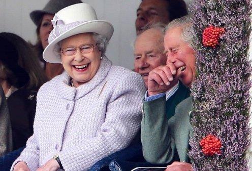 Awkward στιγμές με την βασίλισσα Ελισάβετ: Όταν την «τσάκωσαν» να σκαλίζει την μύτη της, όταν δεν αναγνώρισε την Μαντόνα (βίντεο) - Κυρίως Φωτογραφία - Gallery - Video