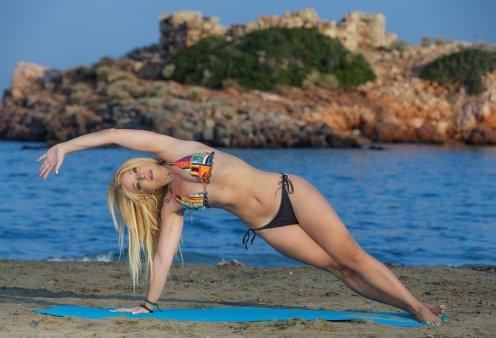 Η Μαρία Μαραγιάννη εξηγεί: Να γιατί το Pilates στην παραλία είναι το απόλυτο trend του καλοκαιριού (φώτο) - Κυρίως Φωτογραφία - Gallery - Video
