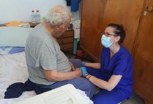 Μπράβο στον κυρ Νίκο και την Κρήτη! Ο 93χρονος έγινε ο πρώτος Έλληνας που εμβολιάστηκε κατ' οίκον (φωτό) - Κυρίως Φωτογραφία - Gallery - Video