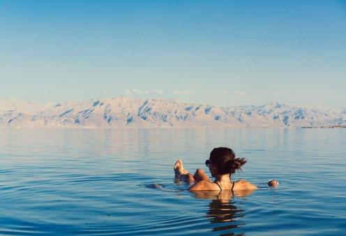 Η Νεκρά Θάλασσα αποτελεί δημοφιλή προορισμό για μια σειρά φυσικών θεραπειών: Αυτά είναι τα ορυκτά της που θεραπεύουν το δέρμα σας (βίντεο) - Κυρίως Φωτογραφία - Gallery - Video