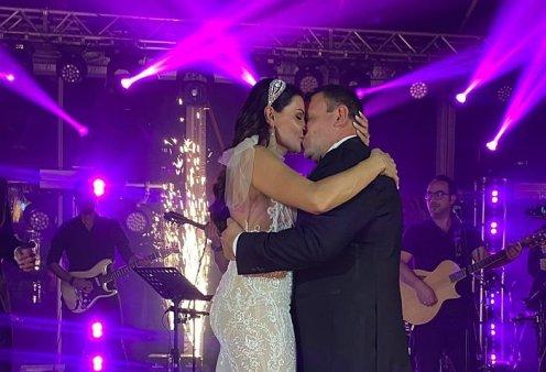 O Χλιδάτος γάμος του Mr. Tropicana στην Μύκονο: Έλαμπε η νύφη στο mermaid νυφικό της - Η δεξίωση-υπερπαραγωγή & ο Κωνσταντίνος Αργυρός που τραγούδησε   - Κυρίως Φωτογραφία - Gallery - Video