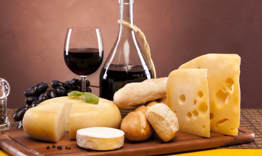 Πώς να στρώσετε το γιορτινό τραπέζι με ένα απολαυστικό πλατό τυριών και τη συνοδεία με vinsanto , αφρώδη ή ημίξηρα - Κυρίως Φωτογραφία - Gallery - Video