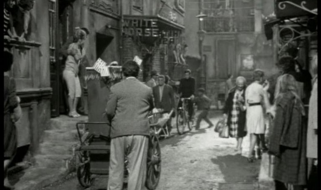 "Vintage Story of The Day: Η Τρούμπα του χθες και του σήμερα- Από τα ""Κόκκινα Φανάρια"" στη μεγάλη οθόνη! - Κυρίως Φωτογραφία - Gallery - Video"