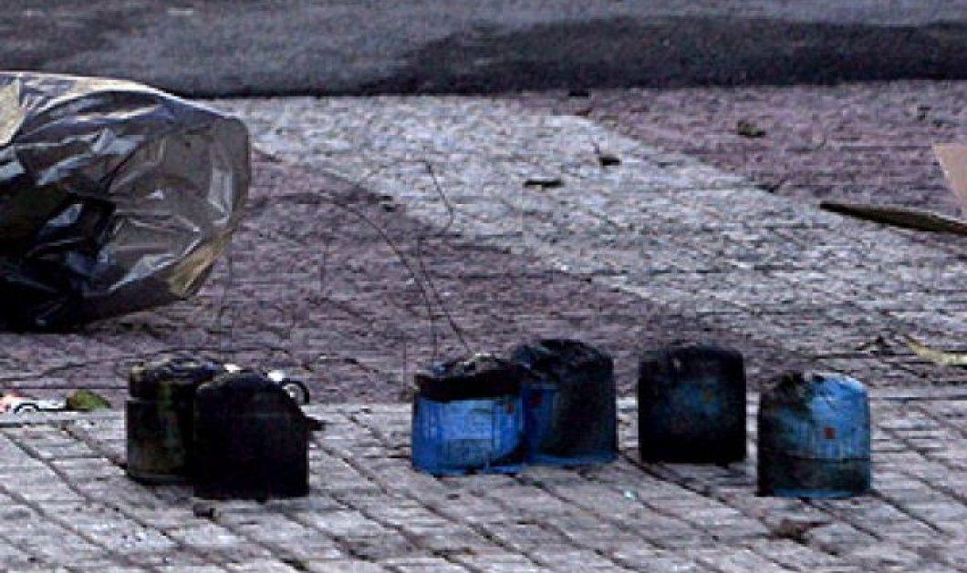 """Επίθεση με γκαζάκια στο πολιτικό γραφείο του Άδωνη Γεωργιάδη - Σάλος από τη δήλωση της Φωτίου ότι """"έχει προκαλέσει""""! - Κυρίως Φωτογραφία - Gallery - Video"""