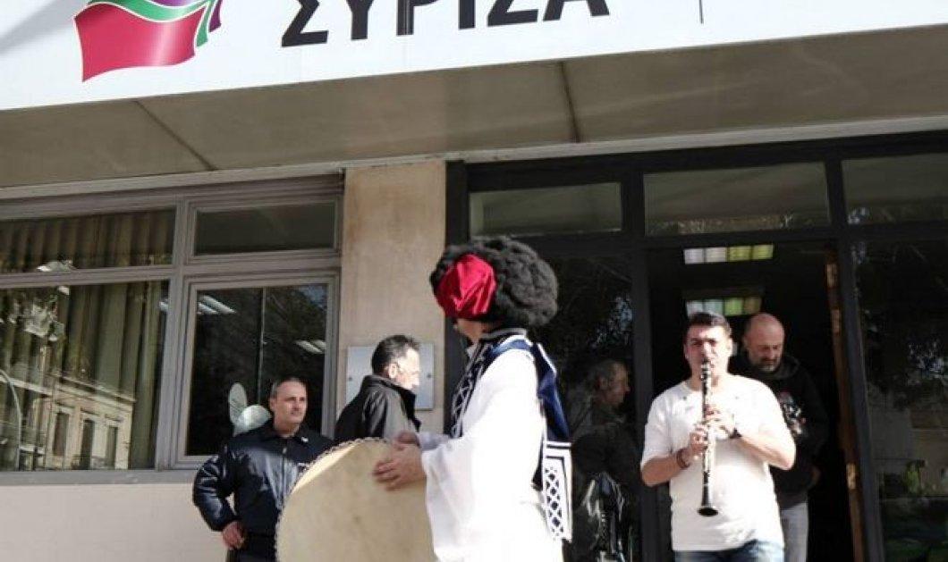 Smile: Η Ελληνοφρένεια και τσολιάς της στον ΣΥΡΙΖΑ με νταούλια και κλαρίνα! (βίντεο) - Κυρίως Φωτογραφία - Gallery - Video