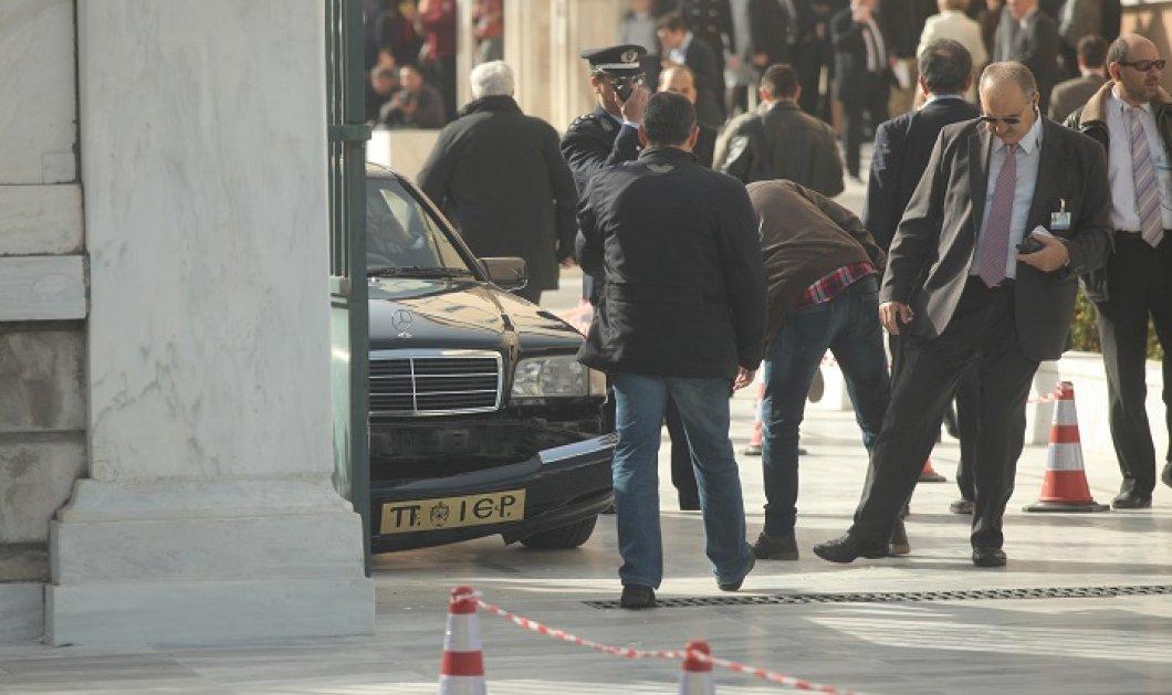 Ευτράπελα λίγο πριν την ορκωμοσία - Τροχαίο στη Βουλή με αυτοκίνητο του Πατριαρχείου Ιεροσολύμων! (φωτό) - Κυρίως Φωτογραφία - Gallery - Video