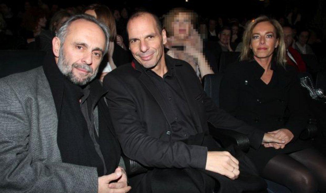 ''Μου λείπει η Δανάη'', είπε ο Γ. Βαρουφάκης και είδε στο θέατρο το ''Ηappydays'' χεράκι με τη σύζυγο του! (φωτό) - Κυρίως Φωτογραφία - Gallery - Video