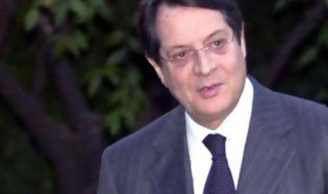 Ένταση στην Κύπρο από τις αποκαλύψεις της εφημερίδας Χαραυγή ότι ο πεθερός της κόρης του Αναστασιάδη έβγαλε 21 εκ ευρώ πριν το ... κούρεμα - Κυρίως Φωτογραφία - Gallery - Video