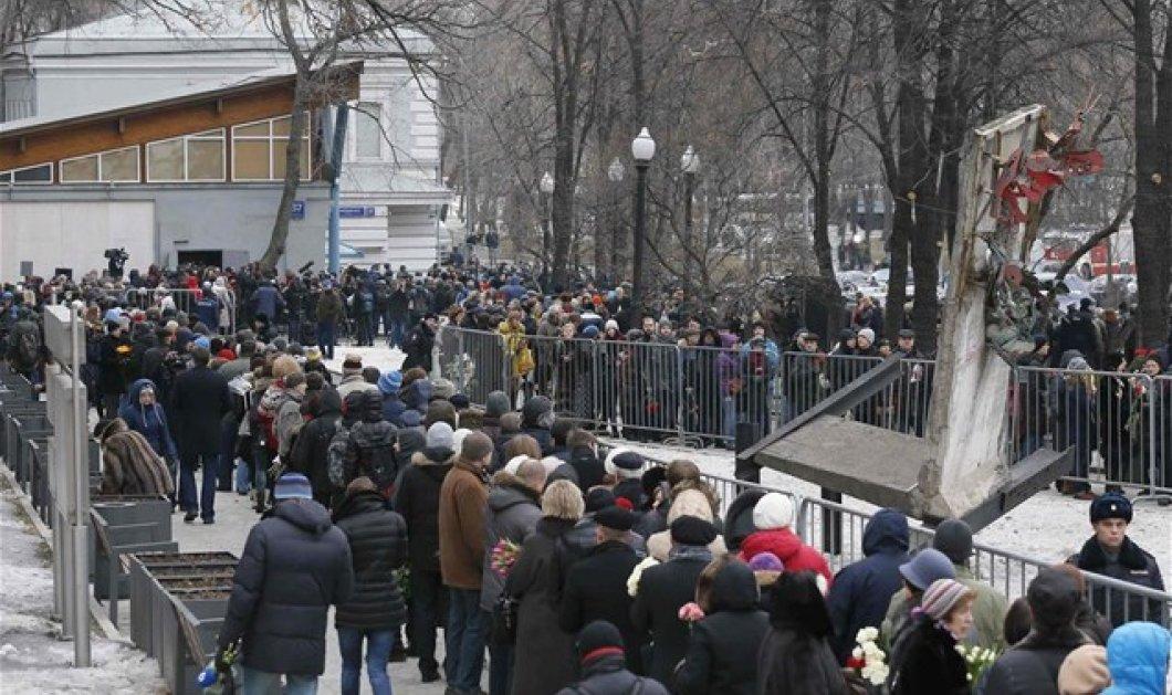 Μόσχα: Κοσμοσυρροή για την κηδεία του Νεμτσόφ - Παρόντες χιλιάδες Ρώσοι και ξένοι αξιωματούχοι! (φωτό) - Κυρίως Φωτογραφία - Gallery - Video