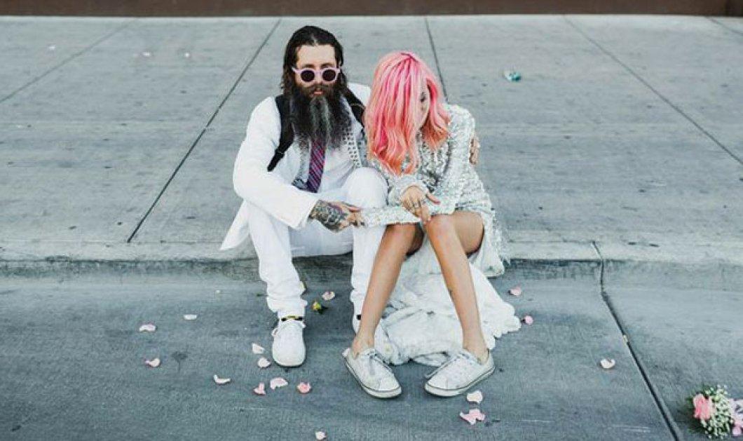 Smile: Ο πιο τρελός γάμος όλων των εποχών - Η νύφη με το ροζ μαλλί, τις παγέτες, τα all star και το απίθανο πάρτι! - Κυρίως Φωτογραφία - Gallery - Video