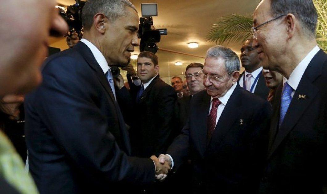 Ιστορική η πρώτη  χειραψία Ομπάμα - Κάστρο μετά από μισό αιώνα ψυχρών σχέσων ΗΠΑ - Κούβας!  - Κυρίως Φωτογραφία - Gallery - Video