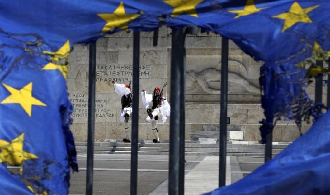 To άρθρο... φωτιά του Politico: Η Ελλάδα στο χείλος της χρεοκοπίας  - Κυρίως Φωτογραφία - Gallery - Video