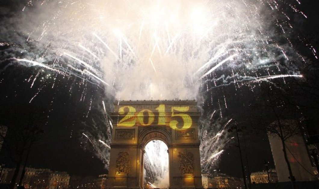 Παρίσι : Νύχτα παραμυθένια με 600.000 ανθρώπους να υποδέχονται στην κατάφωτη Champs- Elysees  το 2015 (βίντεο & φωτό) - Κυρίως Φωτογραφία - Gallery - Video