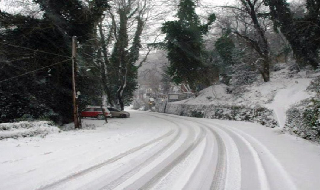 Σε ποιες περιοχές της Αττικής έχει διακοπεί η κυκλοφορία λόγω της σφοδρής χιονόπτωσης - Πού χρειάζονται αντιολισθητικές - Κυρίως Φωτογραφία - Gallery - Video