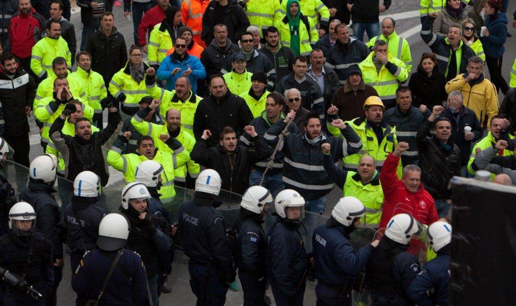 Επεισόδια και πετροπόλεμος στις Σκουριές - Τραυματισμοί και σπασμένα αυτοκίνητα από ΜΑΤ & διαδηλωτές! - Κυρίως Φωτογραφία - Gallery - Video