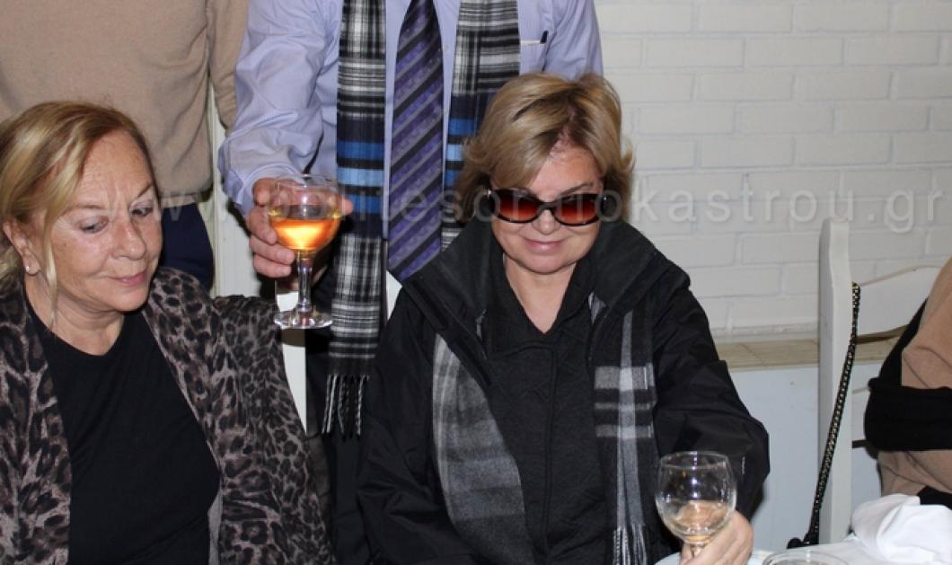 Η πρωθυπουργός της κρίσης των Ιμίων Τανσού Τσιλέρ σε μεζεδοπωλείο της Θεσσαλονίκης: Δεν αποχωρίστηκε τα μαύρα γυαλιά & τους bodyguards! - Κυρίως Φωτογραφία - Gallery - Video