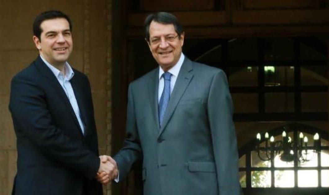 Στην Κύπρο ο Αλ. Τσίπρας συνοδευόμενος από τον ΥΠΕΞ Νίκο Κοτζιά - Πρώτος σταθμός το Προεδρικό! (βίντεο)  - Κυρίως Φωτογραφία - Gallery - Video