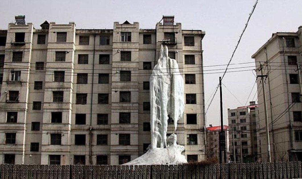 Εκπληκτικό: Παγωμένος καταρράκτης κοσμεί στην πρόσοψη κτηρίου στην Κίνα! Δεν θα πιστεύετε από τι δημιουργήθηκε - Κυρίως Φωτογραφία - Gallery - Video