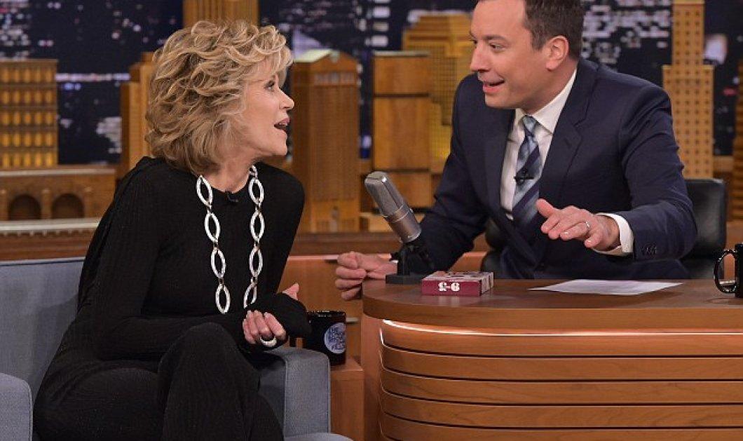 Jane Fonda η απόλυτη θέα στα 77: Με κολλητό μαύρο - σικ σύνολο βγήκε σε εκπομπή & σάρωσε - Κυρίως Φωτογραφία - Gallery - Video