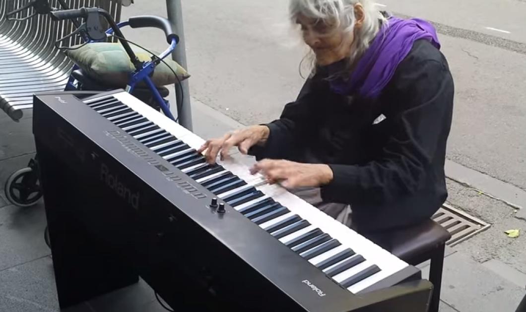 Τοpwoman η Νάταλι Τρέιλινγκ - Η 80χρονη άστεγη παίζει πιάνο στους δρόμους της Μελβούρνης εντυπωσιάζοντας όσους περνούν από κοντά της! (βίντεο) - Κυρίως Φωτογραφία - Gallery - Video