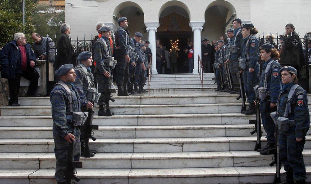 Ράγισαν καρδιές στην κηδεία του Έλληνα σμηναγού Παναγιώτη Λάσκαρη - Παρών ο Πάνος Καμμένος! (φωτό) - Κυρίως Φωτογραφία - Gallery - Video