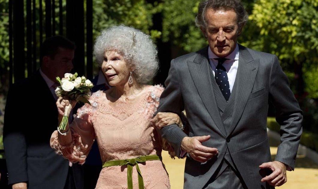 Η υπ' αριθμόν 1 αριστοκράτισσα της Ισπανίας, η διάσημη Δούκισσα του Alba γιορτάζει τα 87 της σήμερα χορεύοντας και αγκαλιάζοντας τον πολύ νεότερο σύζυγο της! - Κυρίως Φωτογραφία - Gallery - Video