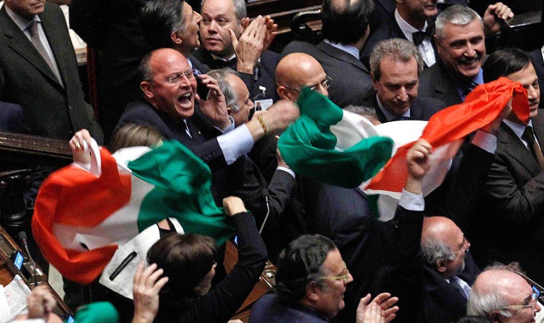 Ρωμαϊκή αρένα η ιταλική Βουλή: Δείτε μπουνιές, κλωτσιές μεταξύ βουλευτών αλλά «ευγενικά» (φωτό & βίντεο) - Κυρίως Φωτογραφία - Gallery - Video