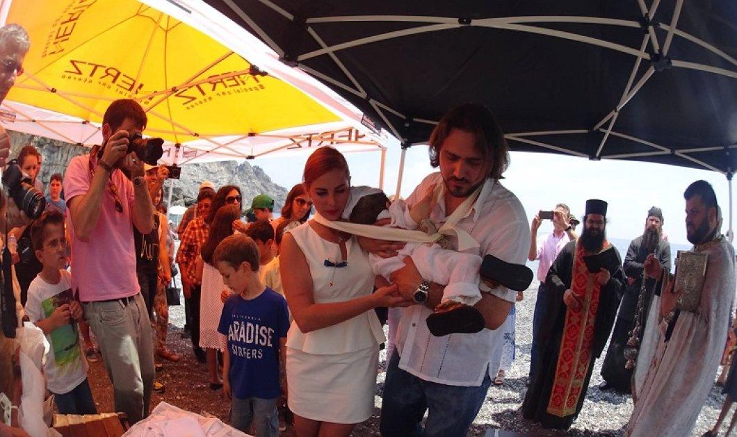 Η βάπτιση στο Ηράκλειο που συγκίνησε - Το μυστήριο έγινε μέσα στη θάλασσα - Κυρίως Φωτογραφία - Gallery - Video