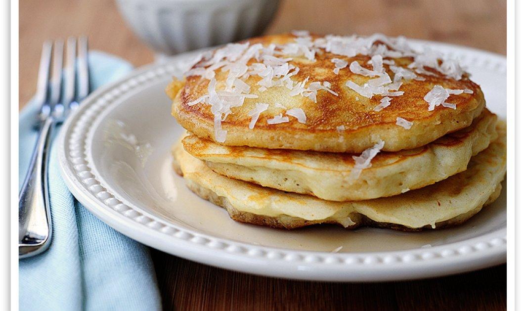 """Με """"Μοντέρνα"""" Pancakes με κινόα και καρύδα απογειώνει το πρωινό σας ο Άκης Πετρετζίκης - Κυρίως Φωτογραφία - Gallery - Video"""
