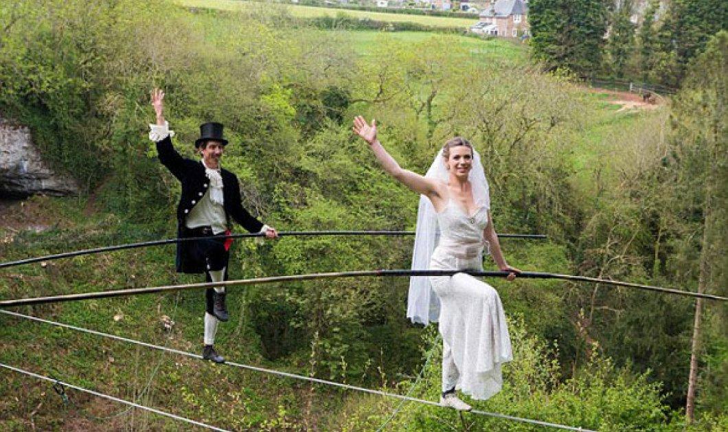 Υπέροχο! Ο γάμος δυo ακροβατών πάνω σε τεντωμένο σχοινί - Μαγικό θέαμα   - Κυρίως Φωτογραφία - Gallery - Video