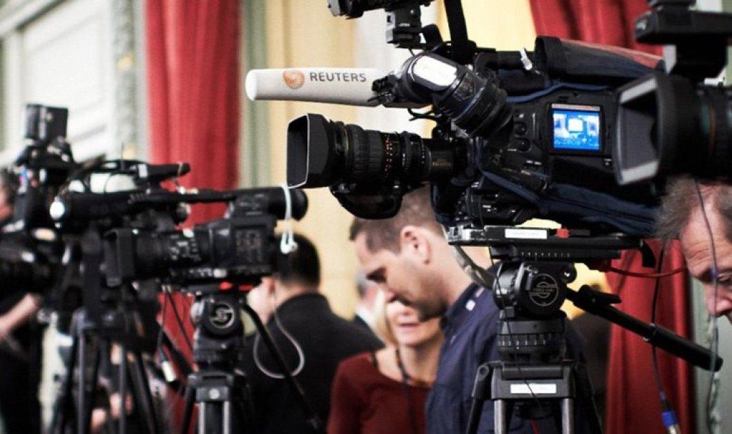 Έκλαιγαν Έλληνες δημοσιογράφοι στο press room στις Βρυξέλλες - Κυρίως Φωτογραφία - Gallery - Video