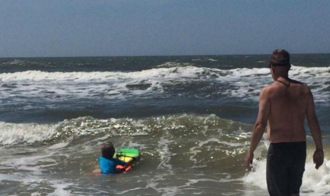 2 έφηβες έχασαν τα πόδια & τα χέρια τους, από επίθεση καρχαριών - Έφαγαν ακόμα και την σανίδα  - Κυρίως Φωτογραφία - Gallery - Video