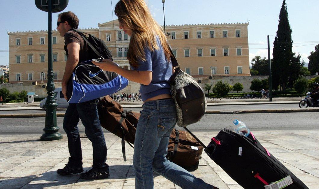 Επίσημες συστάσεις στους τουρίστες στην Ελλάδα: Να έχετε μαζί σας ευρώ - Κυρίως Φωτογραφία - Gallery - Video