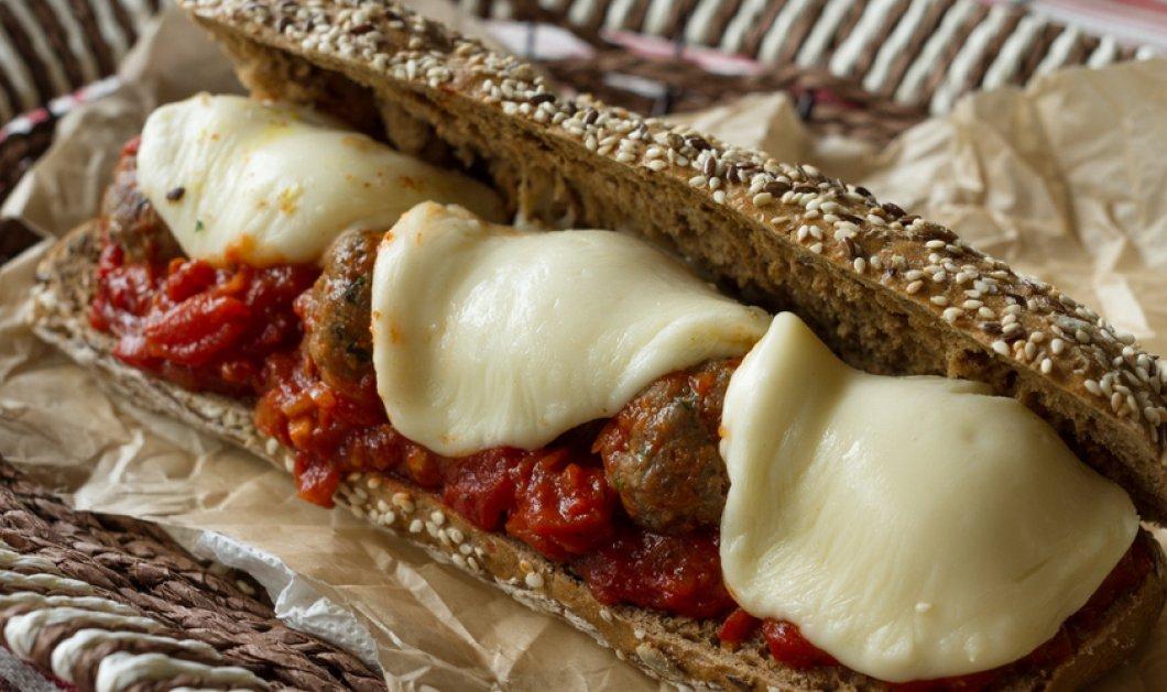 Ο Άκης Πετρετζίκης δημιουργεί το πιο λαχταριστό meatball sandwich - Μια λιχουδιά για όλες τις ώρες της ημέρας - Κυρίως Φωτογραφία - Gallery - Video