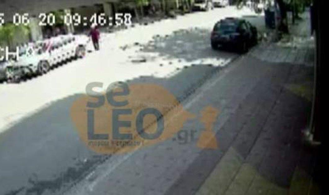 Βίντεο-σοκ: Οδηγός κάνει όπισθεν και χτυπάει με σφοδρότητα ηλικιωμένη στη Θεσσαλονίκη [βίντεο] - Κυρίως Φωτογραφία - Gallery - Video