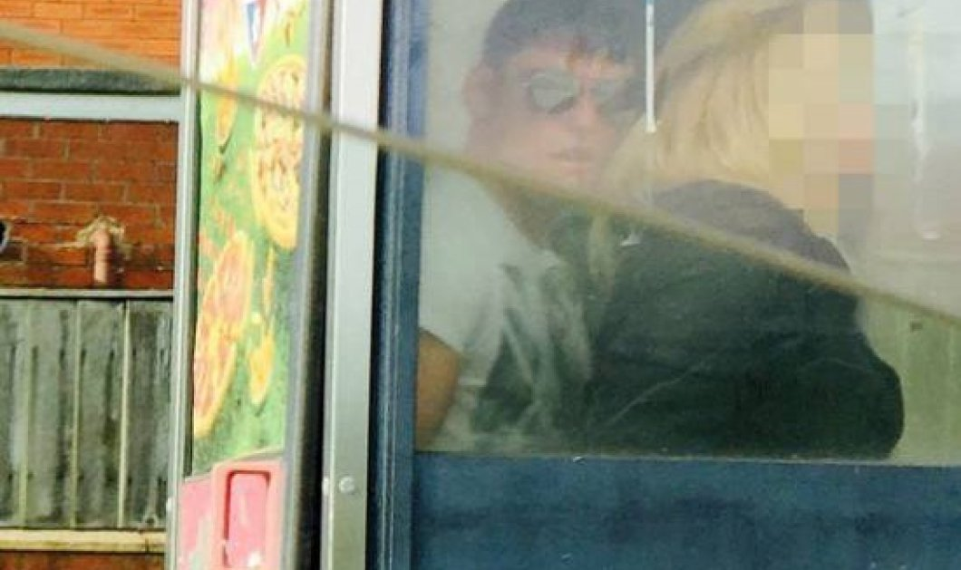Καλοκαιρινό! Τους έπιασαν να κάνουν σεξ( φωτό) μέσα στο τηλεφωνικό θάλαμο καθοδόν προς την ψαραγορά! - Κυρίως Φωτογραφία - Gallery - Video