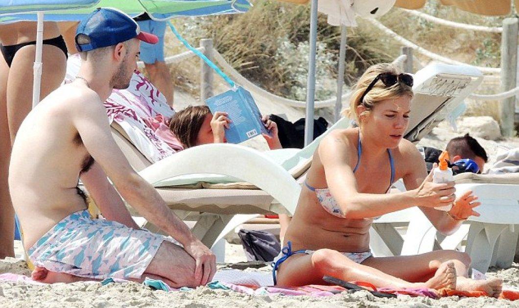 Sienna Miller: Η 33χρονη καλλονή μαγνήτισε τα βλέμματα όλων με το καυτό της μπικίνι σε παραλία της Ισπανίας  - Κυρίως Φωτογραφία - Gallery - Video
