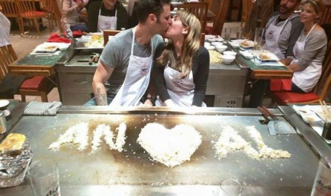 Είστε πονηροί - Ντροπή! Η φωτογραφία αρραβώνων viral δύο σεφ που κατά λάθος έγινε πρόστυχη  - Κυρίως Φωτογραφία - Gallery - Video