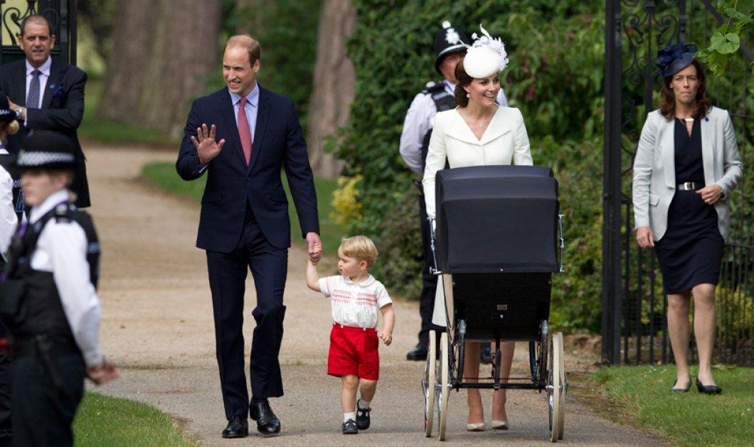 Όλα όσα έγιναν στην λαμπερή βάφτιση της Πριγκίπισσας Σάρλοτ - Σικάτη στα λευκά η Κέιτ, με κόκκινο παντελονάκι ο George - Κυρίως Φωτογραφία - Gallery - Video