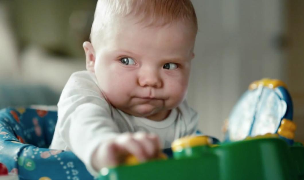 Smileeee: τα μωρά ξεκαρδίζονται κι εσείς μαζί τους, την ώρα που βάζουν τα pampers τους - Κυρίως Φωτογραφία - Gallery - Video