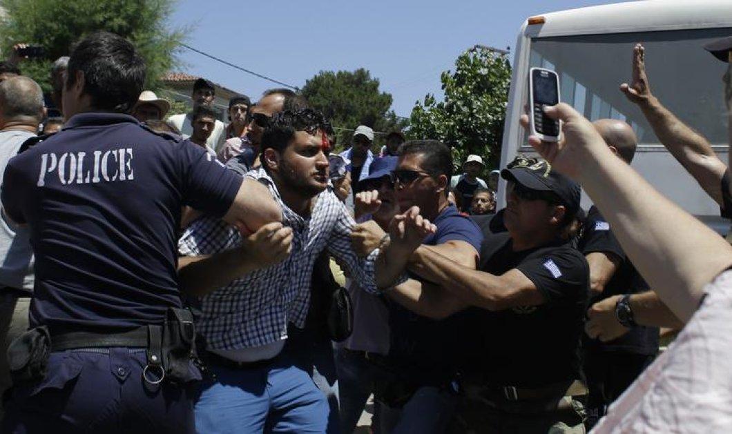 Θλιβερές εικόνες από την Μυτιλήνη - Ξύλο μεταξύ των μεταναστών ια ένα πιάτο φαί - Κυρίως Φωτογραφία - Gallery - Video