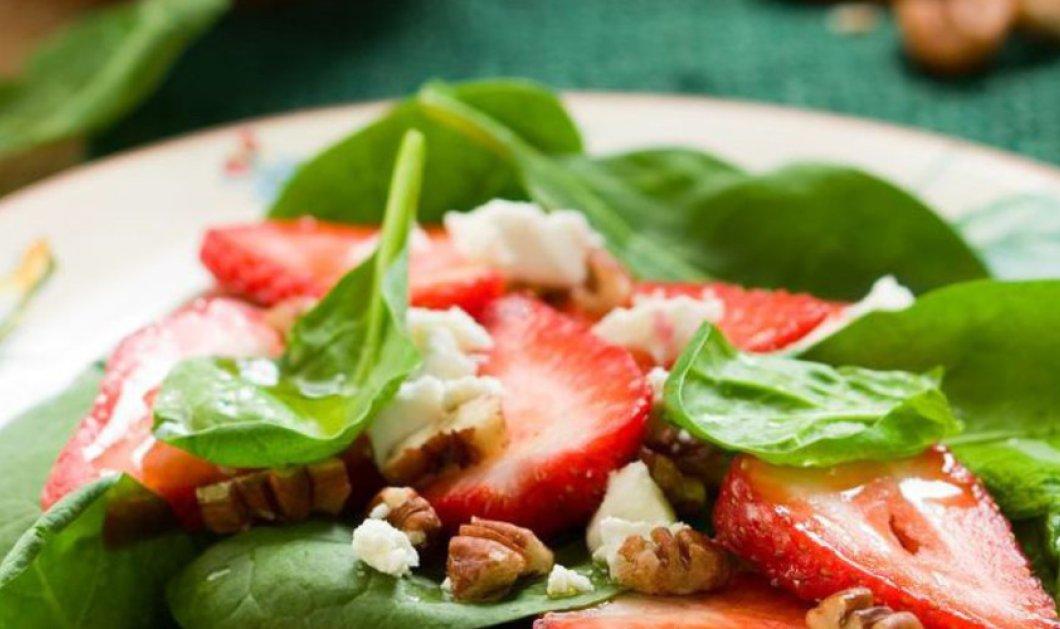 Μοντέρνα & Δροσερή – Η σαλάτα με σπανάκι, μαρούλι φριζέ και φράουλες - Κυρίως Φωτογραφία - Gallery - Video