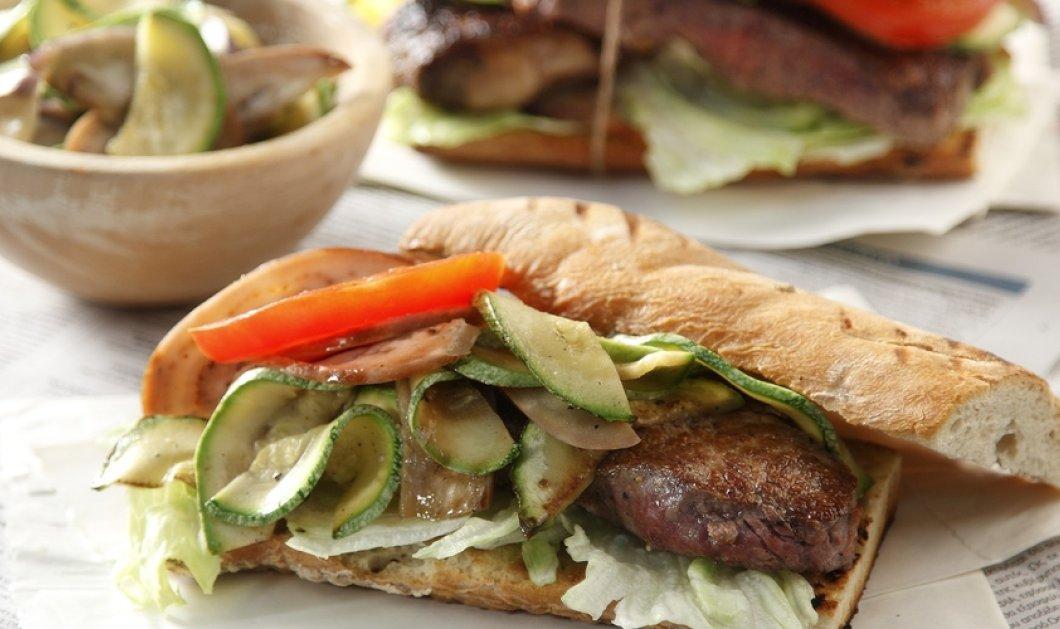 Ο Άκης Πετρετζίκης μας ετοιμάζει ζουμερό, ελαφρύ & άκρως καλοκαιρινό Philly steak sandwich - Κυρίως Φωτογραφία - Gallery - Video