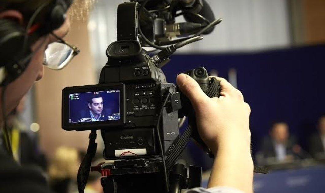 700 δημοσιογράφοι, καμεραμέν , φωτογράφοι από 44 χώρες για να καλύψουν το δημοψήφισμα  - Κυρίως Φωτογραφία - Gallery - Video