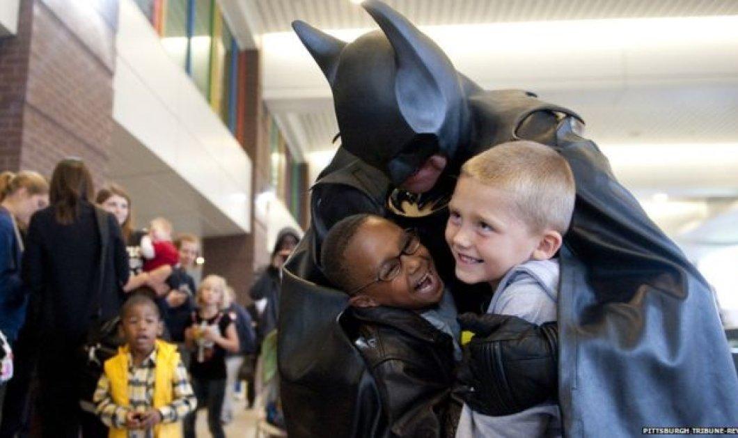 Τραγικό τέλος για τον ''Batman'': Σκοτώθηκε σε τροχαίο - Επισκεπτόταν άρρωστα παιδιά & πρόσφερε χρήματα - Κυρίως Φωτογραφία - Gallery - Video