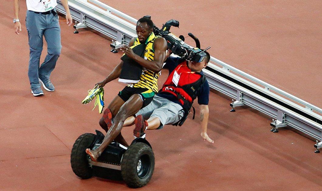 Φώτο Εβδομάδας: Η στιγμή που ο κάμεραμαν ρίχνει κάτω τον πρωταθλητή - Μόλις είχε κερδίσει στο τελικό των 200 μέτρων στο παγκόσμιο πρωτάθλημα του Πεκίνου      - Κυρίως Φωτογραφία - Gallery - Video