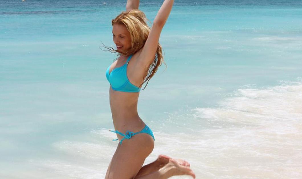Ξανθιά παρουσιάστρια με μαγιό - ελληνική σημαία εθεάθη σε παραλία στις Μπαχάμες!  - Κυρίως Φωτογραφία - Gallery - Video